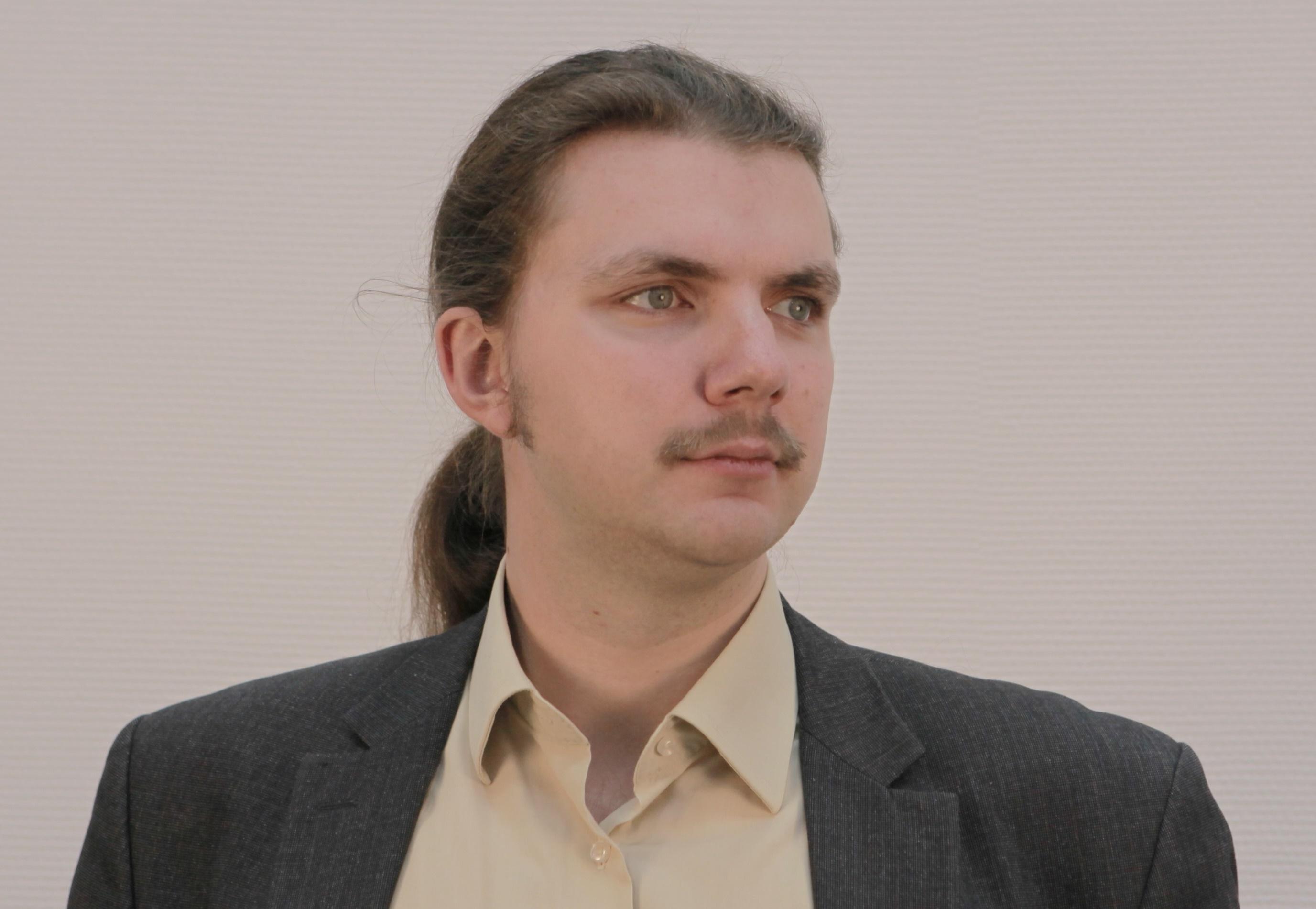 Роман Мнев